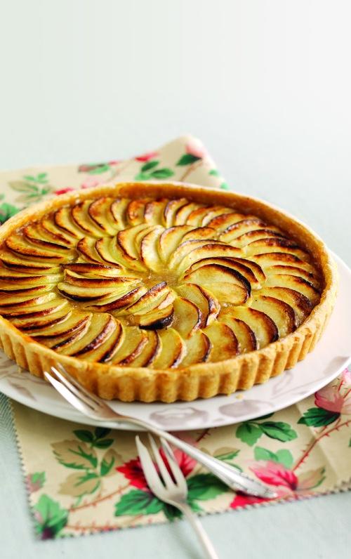 Treacle Tart with Glazed Apple recipe