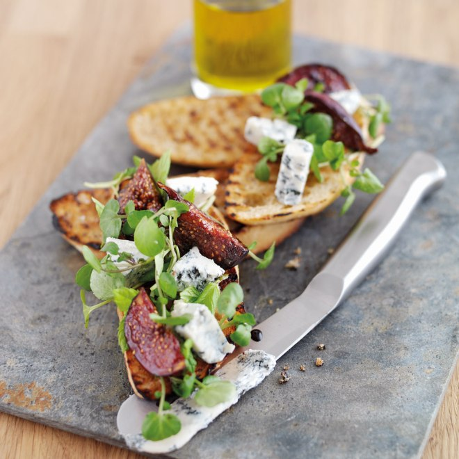 Gorgonzola Bruschetta with Balsamic Figs recipe