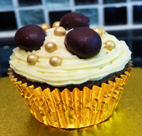 Ginger Cupcakes with Mulled Wine Sultanas