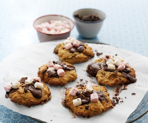 Gorgeous handmade foodie gifts for Christmas: Rocky Road Cookies