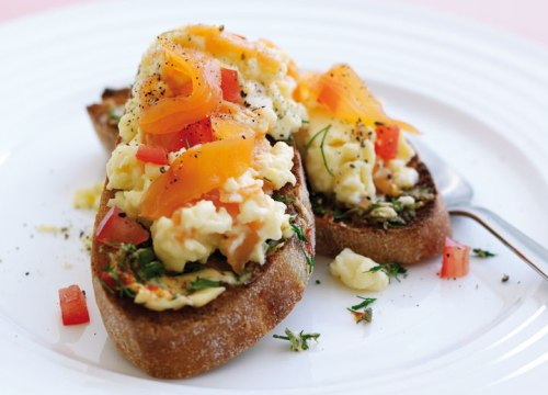 Scrambled-Eggs-with-Smoked-Salmon
