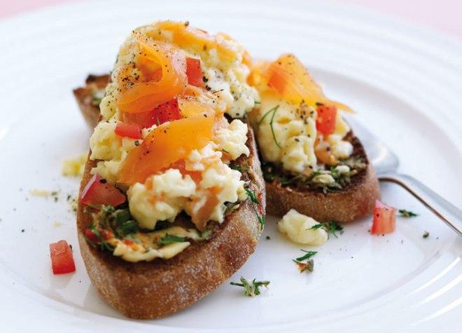 Scramble Eggs with Smoked Salmon