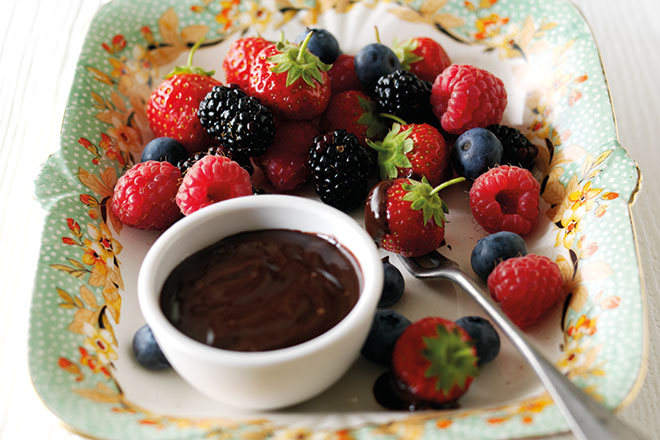 Fruits with Chocolate Dip